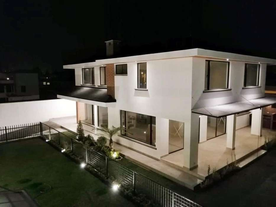 Chillos UrbSan German hermosa casa 250mt