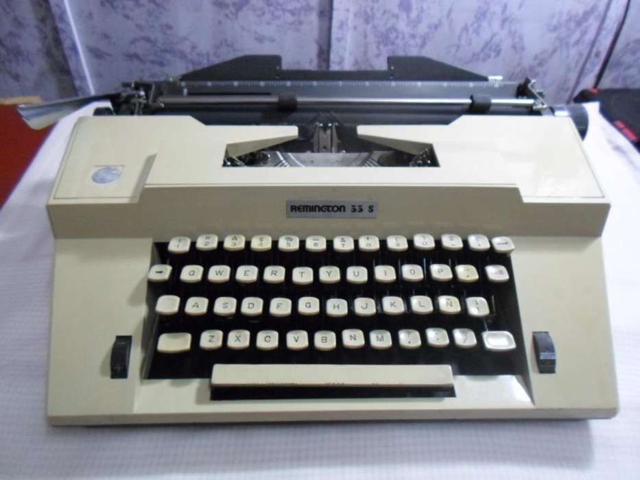 MAQUINA DE ESCRIBIR SEMIPORTATIL REMINGTON