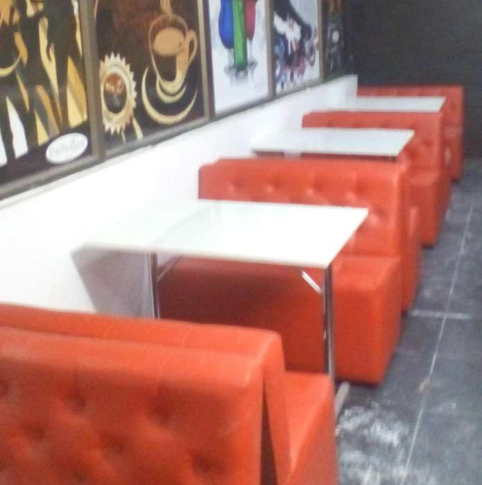 Se vende <strong>sofas</strong> y mesas para restaurante o bar