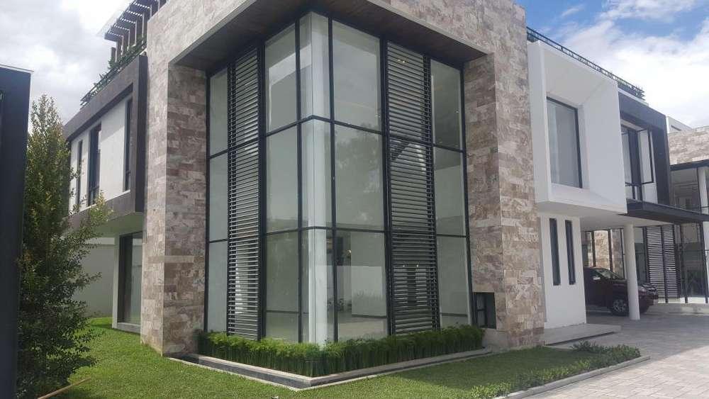 Casa de venta, minimalista, sala doble altura, 500 mts, lujo, espectacular diseño, no adosada