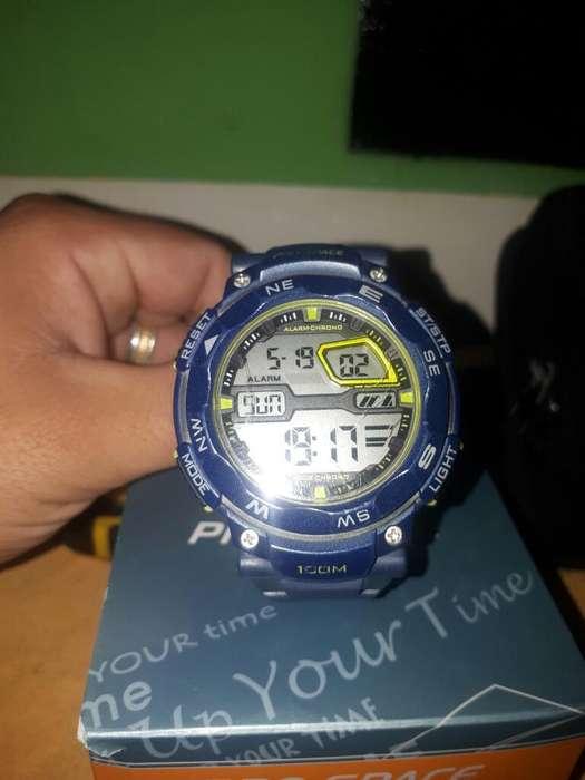 80b0296f4b95 Reloj Pro Space Excelente Estado