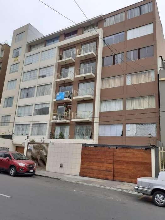 Alquilo Departamento en Miraflores amplio y bonito departamento para uso exclusivo de vivienda