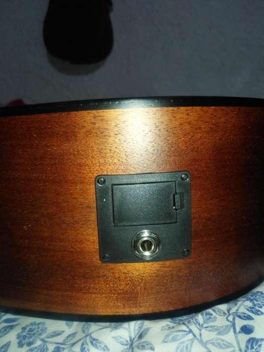 Guitarra electroacstica folk marca CORTnueva