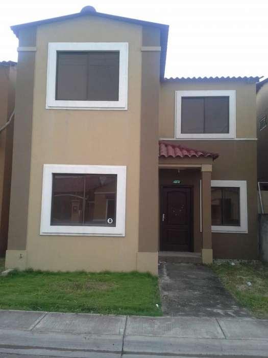 Alquiler de Casa en Urb. La Joya Modelo R, cerca del C.C Mix Center, Aurora