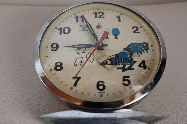 Reloj de cuerda con despertador , white dove