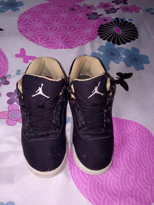 Vendo Jordan Originales Talla 32