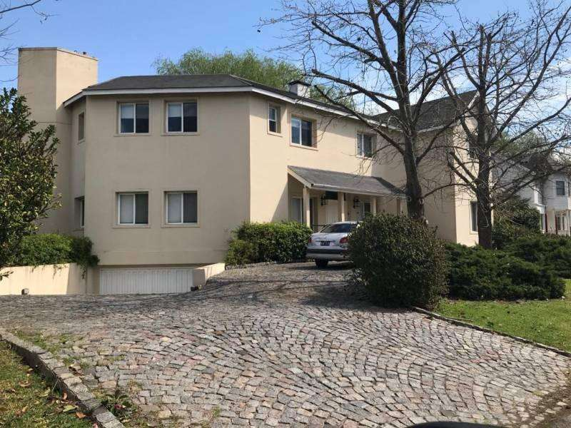 Divina casa para alquiler temporal en San Jorge C.C ( Mínimo 15 días )