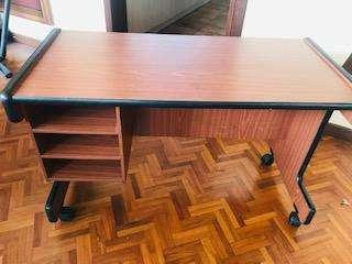 <strong>escritorio</strong> en muy buen estado