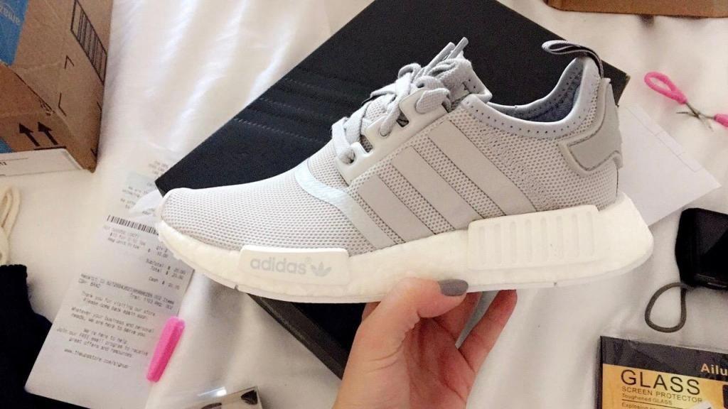 ca3b1551ee Zapatillas Adidas NMD R1 Grey/White 2016 Original Talla 35 - Lima