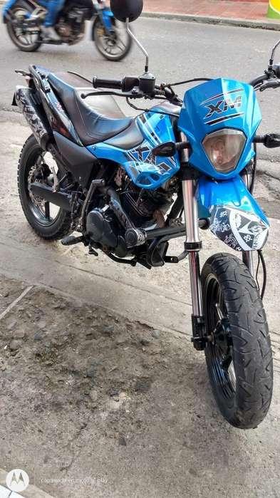 Moto Akt Xm 180