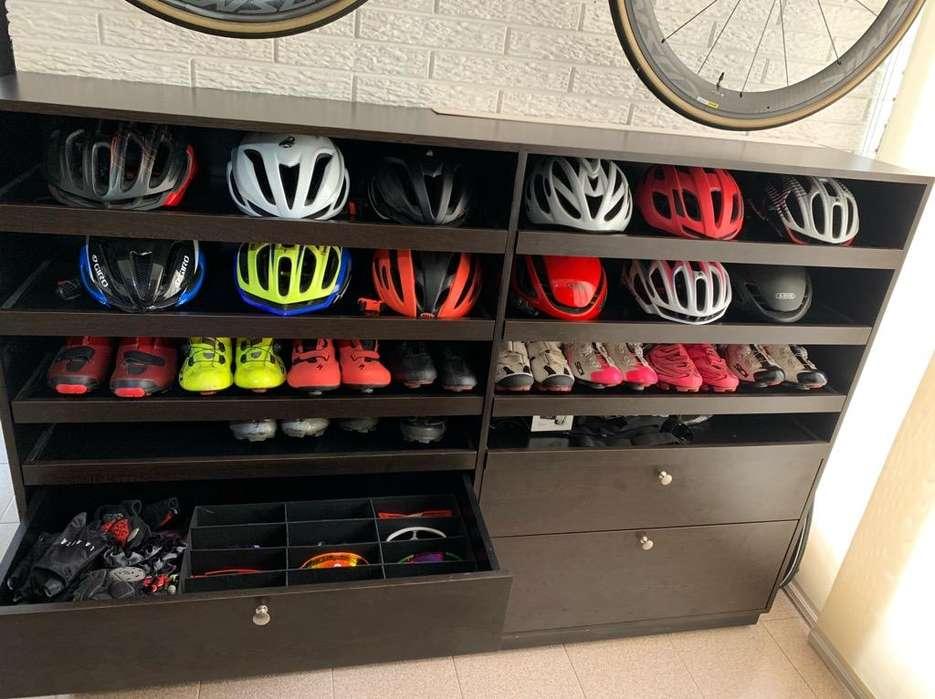 Mueble para accesorios de ciclismo