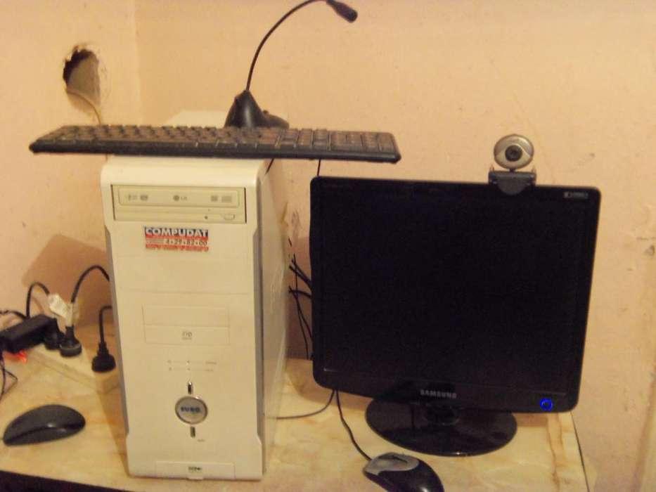 Computadora de escritorio, Monitor Samsung LCD, Teclado, mouse Etc.