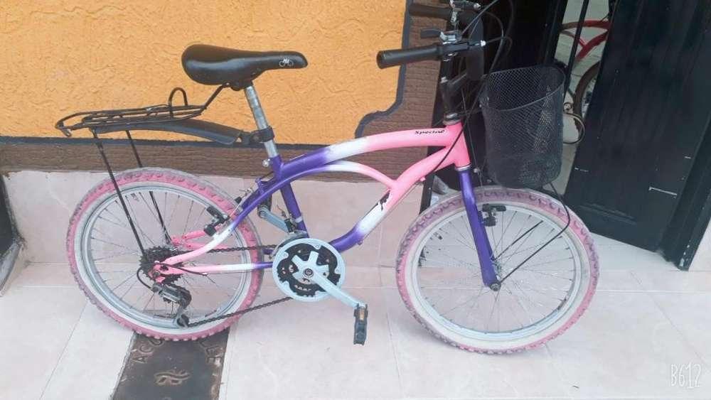 Se vende bicicleta en excelente estado.