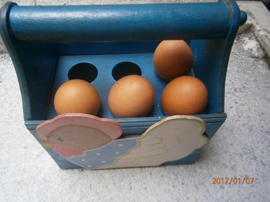<strong>cesta</strong> para huevos en perfecto estado conforme a la foto... en madera... 20mil