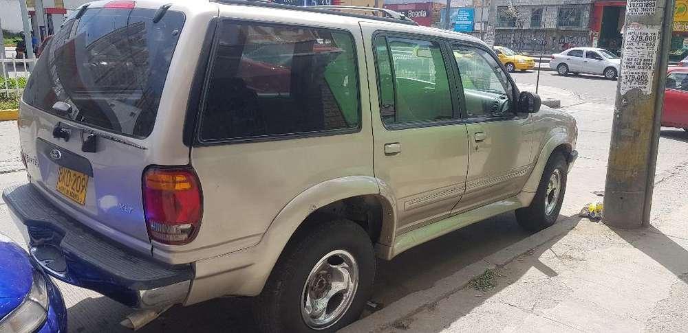Ford Explorer 1999 - 23465 km