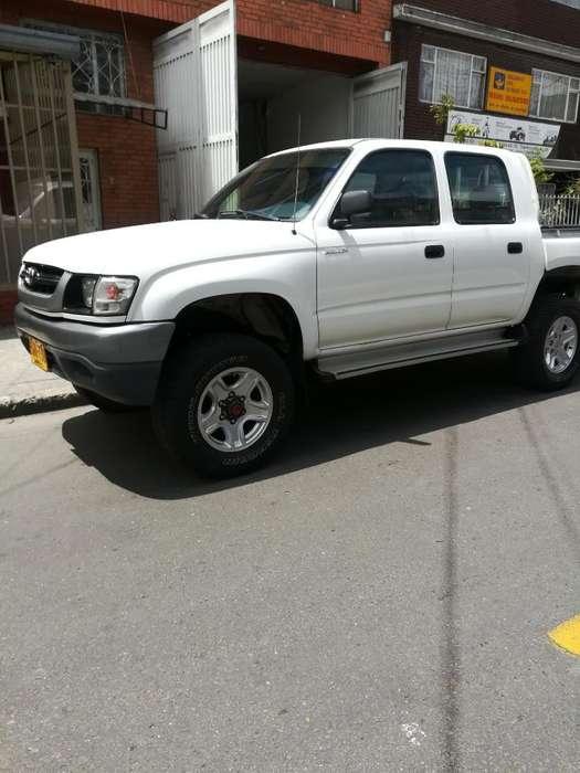 Toyota Hilux 2004 - 180000 km