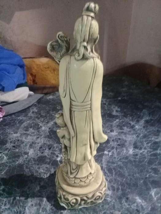Liquido Estatua Antigua