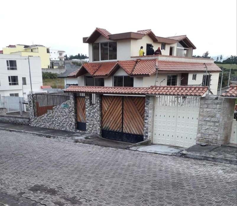 Venta Oportunidad Casa de 335 m² de Construcción 320 m² de Terreno Sangolqui