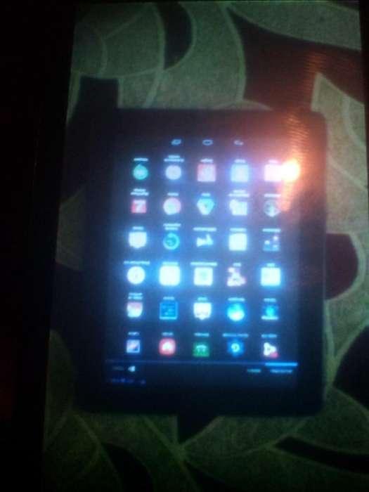 Se vende tablets ZTE tiene la pantalla un poco partida nose nota mucho y la pila esta para cambio