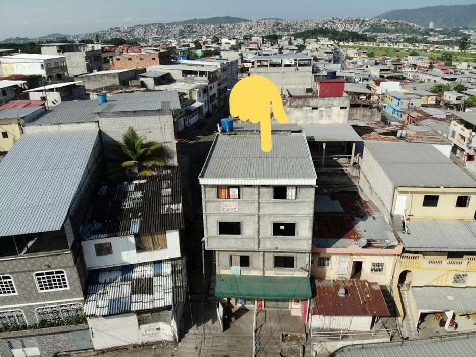 VENDO EDIFICIO COMERCIAL AL NORTE DE GUAYAQUIL