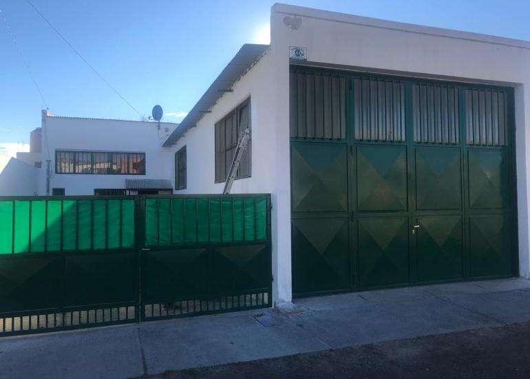 Galpón de 250 m² en calle Uruguay 345, a una cuadra de AMPAL con Monoambiente/Oficina