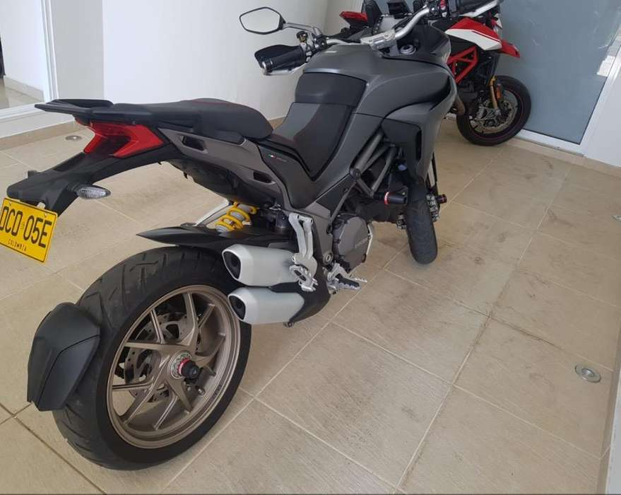 Ducati Multistrada 1260S Y Hypermotard