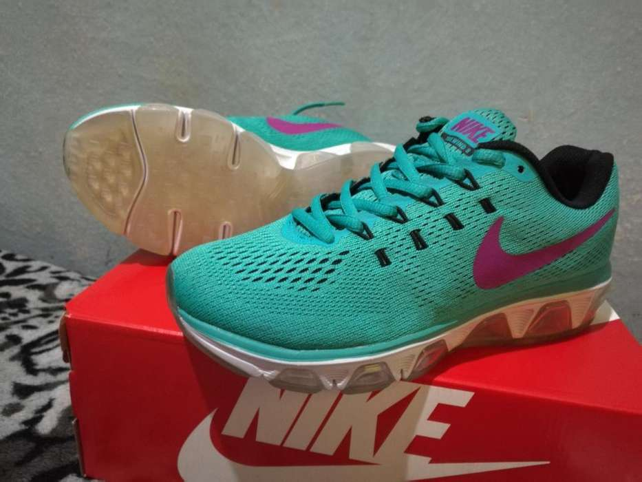 Nike Tailwind 8