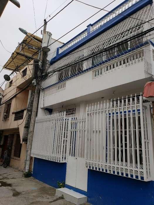 Venta de Casa en Sauces 3, cerca de la Universidad UESS, Norte de Guayaquil