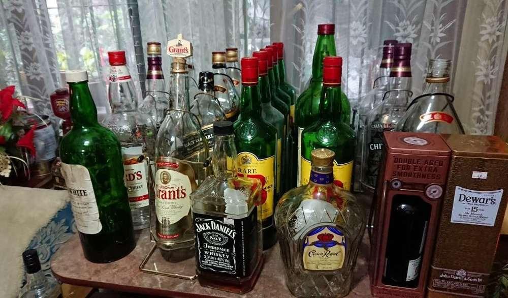 Vendo 25 Botellones Vacios de Whisky