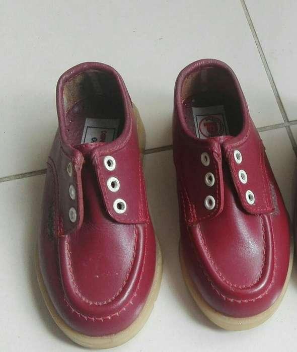 Vendo Zapatos Rojos para Colegio