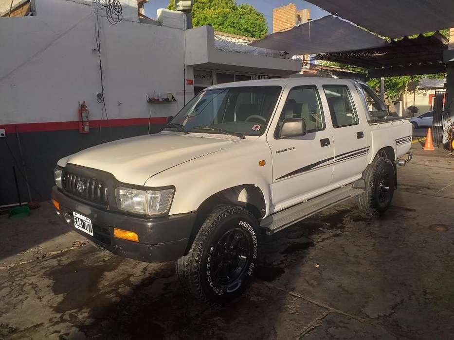 Toyota Hilux 2003 - 220000 km