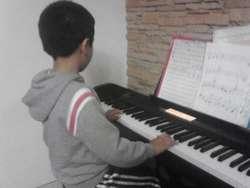 Clases de piano,guitarra,bajo,canto,batería… a domicilio.593984257802.Profesor ruso,Titulo de conservatorio.