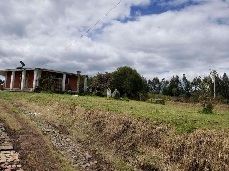 Terreno de 1107 m2, con casa pequeña de venta, sector Cashapamba