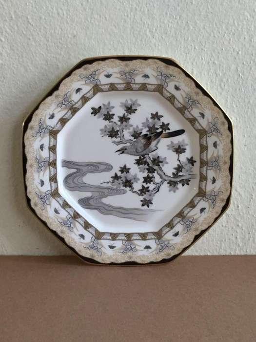 "Plato octogonal de porcelana marca ""Bone China Mikasa Narumi Japan Evening Mist"""