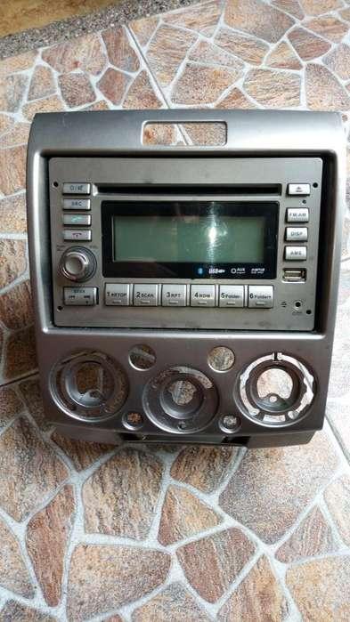 Vendo Radio Doble Din Original de Mazda