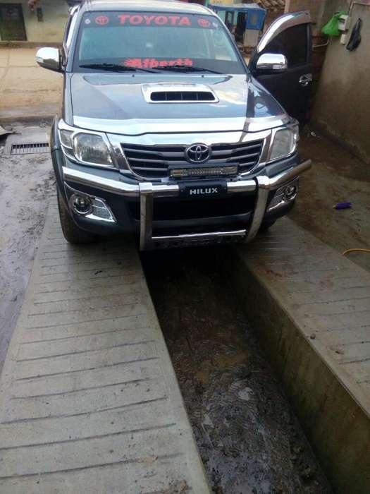 Toyota Hilux 2014 - 120000 km