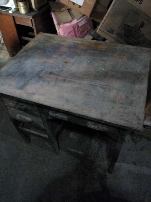 <strong>escritorio</strong> MADERA TRES CAJONES CHICOS UNO CENTRAL