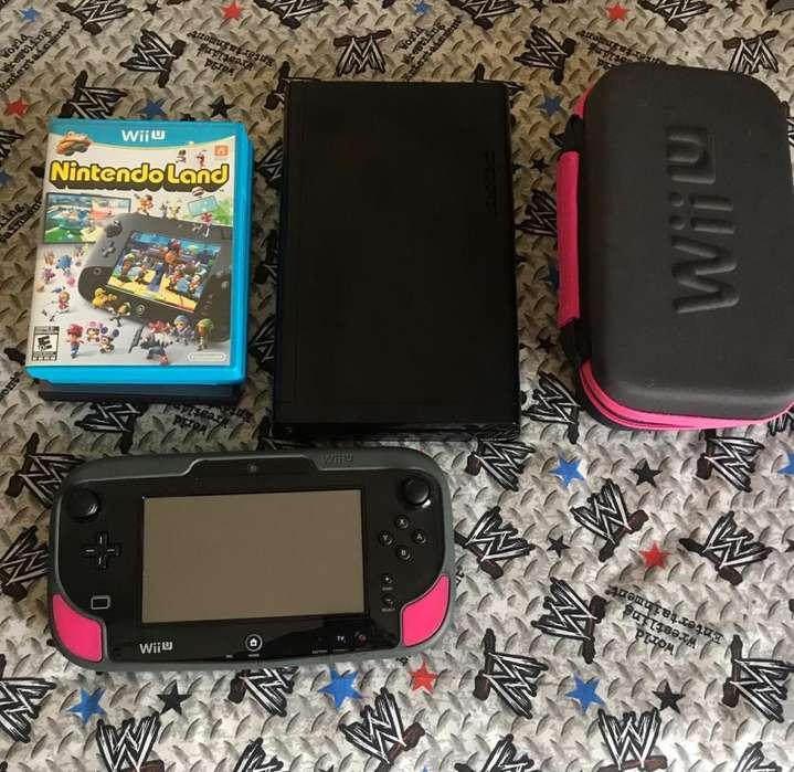 Nintendo WII U con estuche, y 2 juegos
