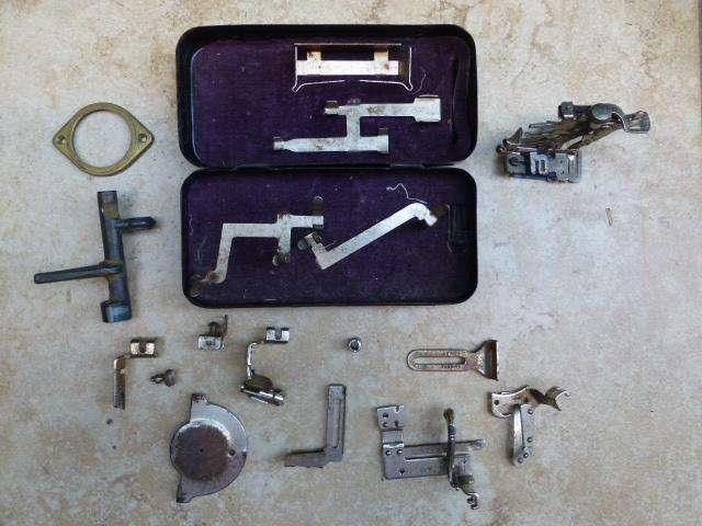 Antigua Caja Singer con algunos <strong>accesorio</strong>s