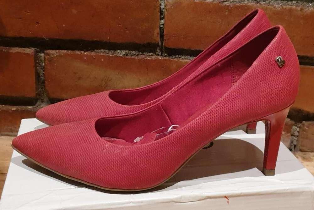Zapatos Brasileros rojos, 100% cuero