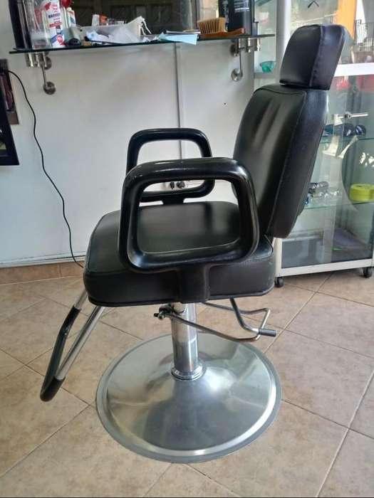Se venden <strong>sillas</strong> de barberia 300c/u