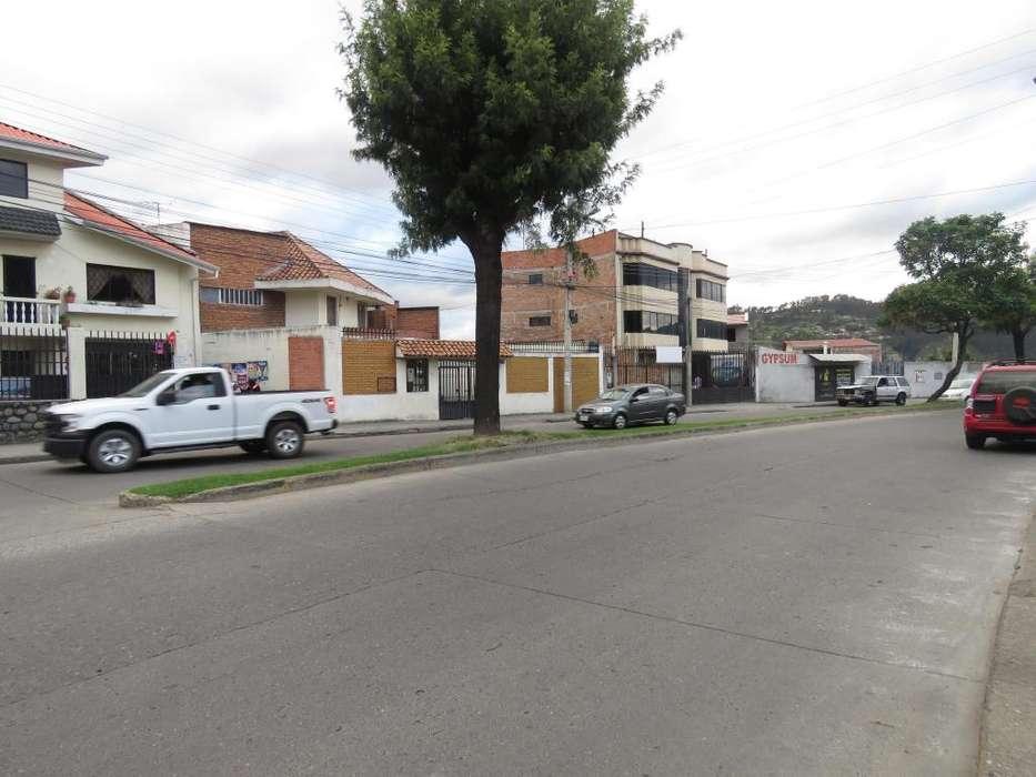 Venta de <strong>terreno</strong> comercial en Cuenca, Sector Totoracocha, Avenida Paseo de los Cañaris