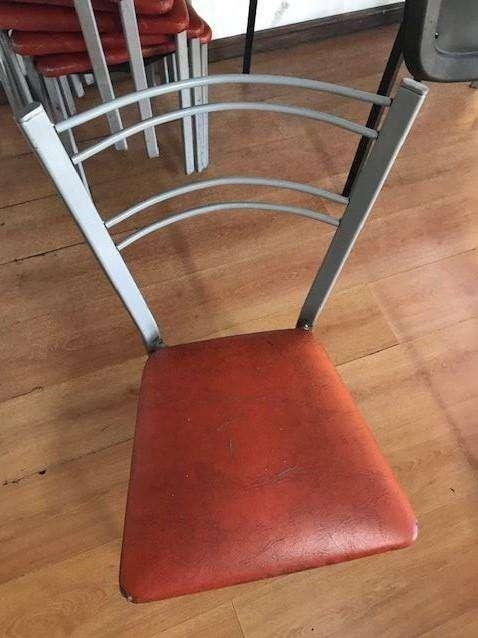 10 <strong>silla</strong>s usadas y 2 de Repuesto