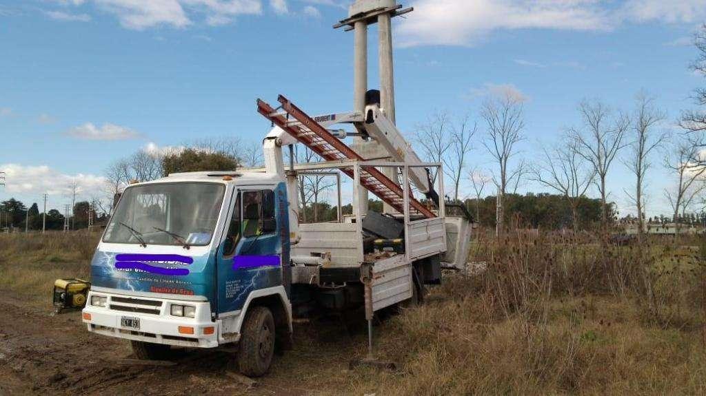 Camión Agrale con hidrogrua