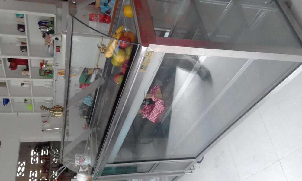 Vendo vitrina refrigerada en Acero Inoxidable y vidrio templado Con