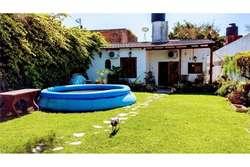 VENTA-Casa con Patio verde y doble cochera.ALBERDI