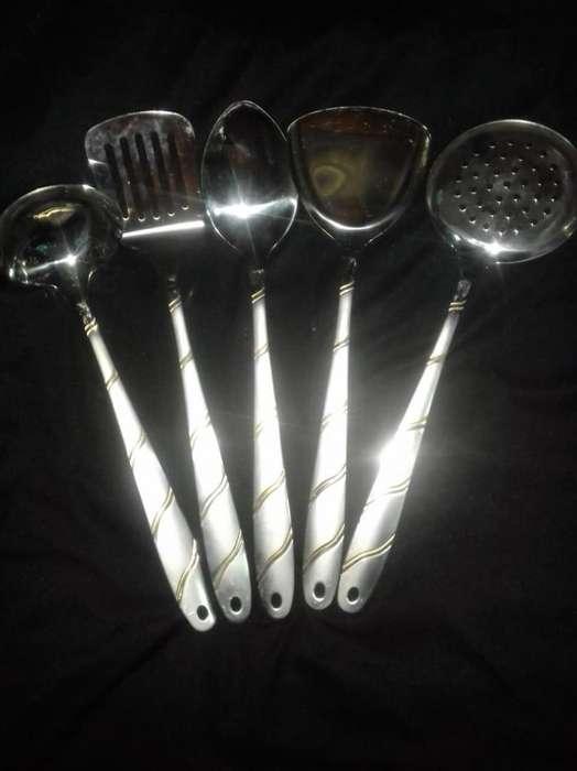 <strong>juego</strong> de utensillos 150 c/u.