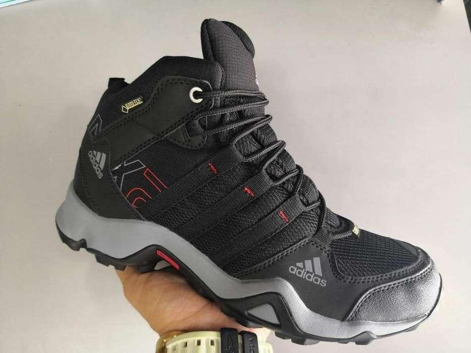 Zapatos <strong>adidas</strong> Terrex Botas