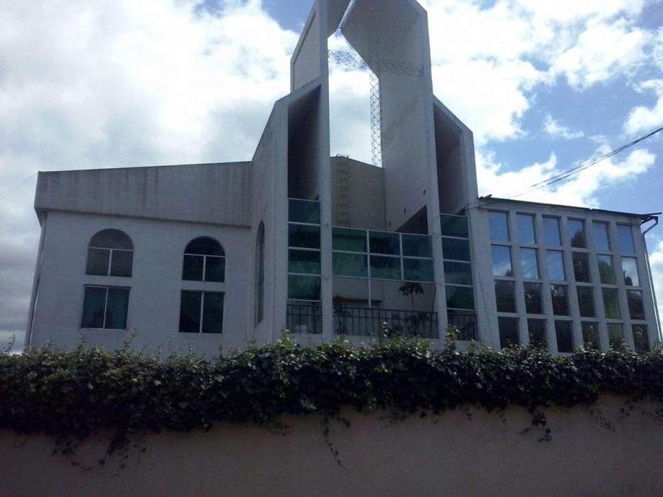 En Venta Propiedad ideal para Escuela o Colegio Av de los Cipreses Norte de Quito Sector Santa Lucia, Collaloma