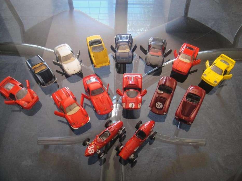 15 Autos Ferrari colección en escala 1:35